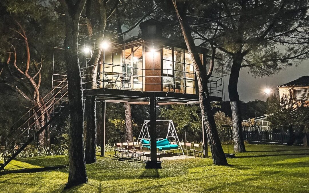 Sleeping in a tree house: Glamping in Italy